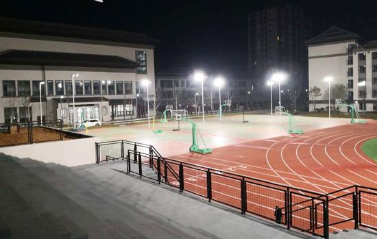 德山:湖师大附属中学足球场、篮球场中杆灯